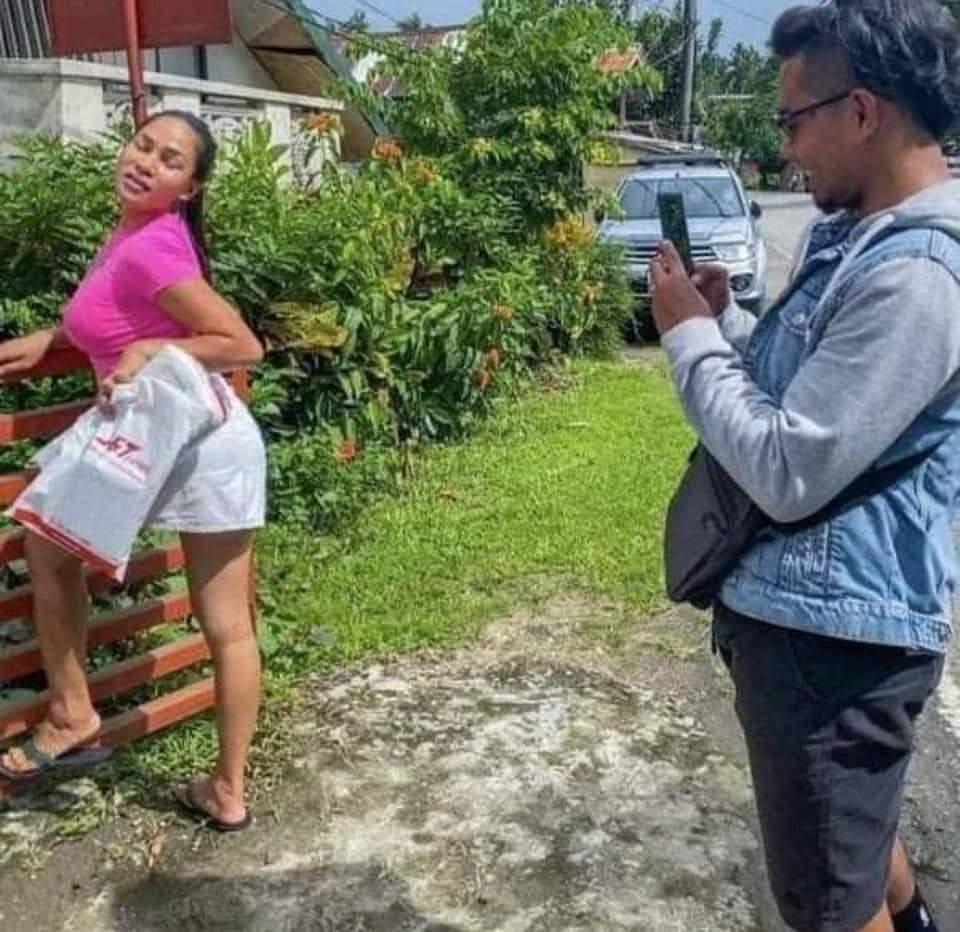Creative Filipinos Pose for Proof of Delivery after Receiving Online Orders