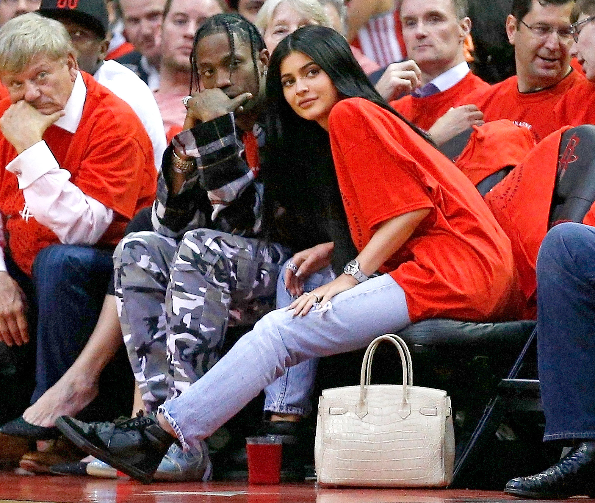 kylie jenner is dumping travis scott revealed source close to jenner family