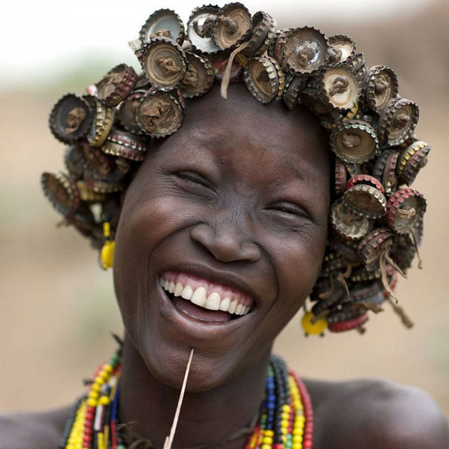 tribe in ethiopia turning garbage into jewelry