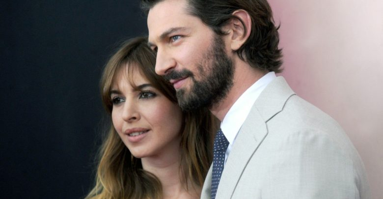 Michiel Huisman and his wife Tara Elders