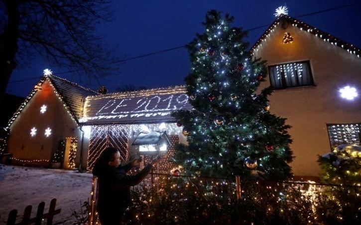 Images Show How World Is Preparing For Christmas