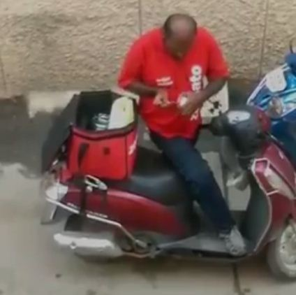 zomato delivery man munches client's food