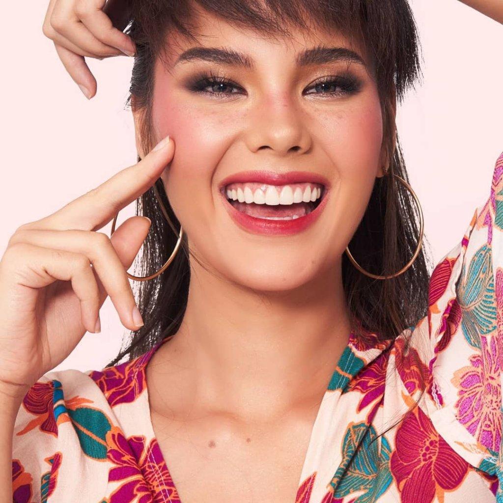 Filipino singer bagged crown Miss Universe