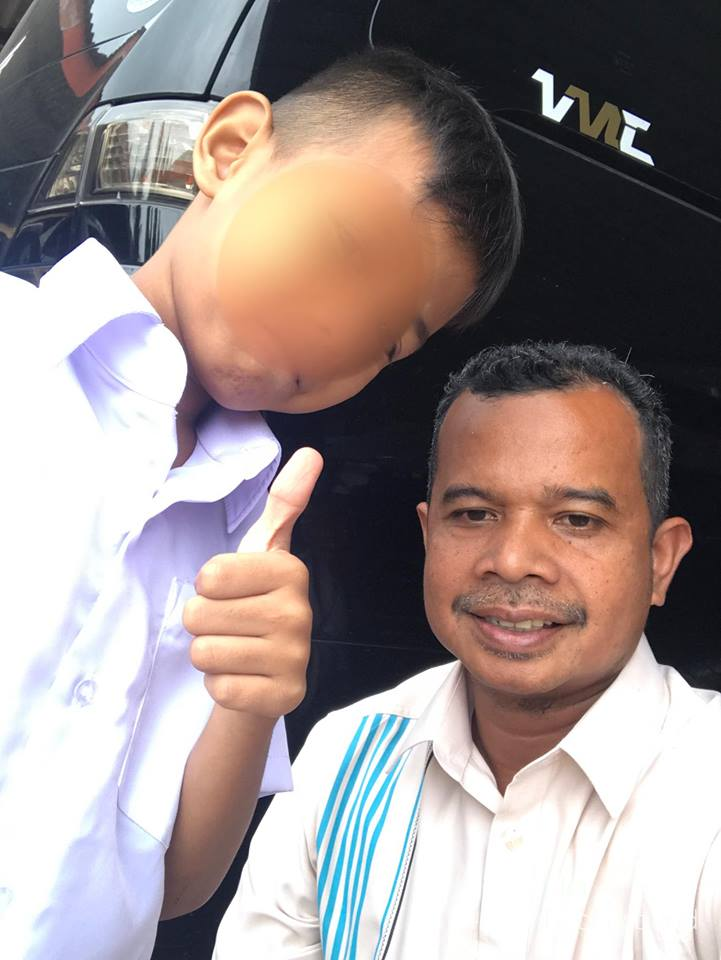 Malaysian Teacher Buys New Uniform For A Student Who Used To Wear Elder Brother's Baggy Uniform