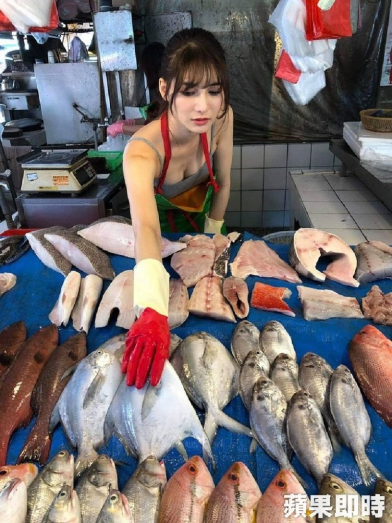 26-Year-Old Model Goes Viral After She Was Spotted Working At Wet Fish Market Stall