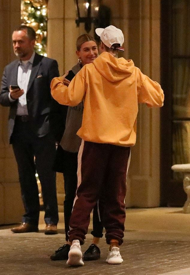 Justin Bieber Sings For His Wife Hailey Outside Hotel On Their Date Night