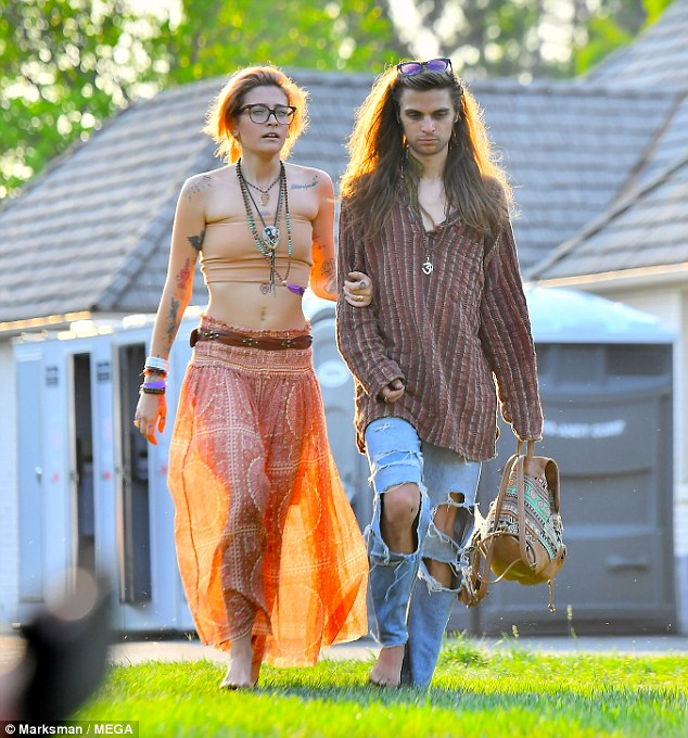 Paris Jackson And Gabriel Glenn Look Completly In Love As They Hold Hands