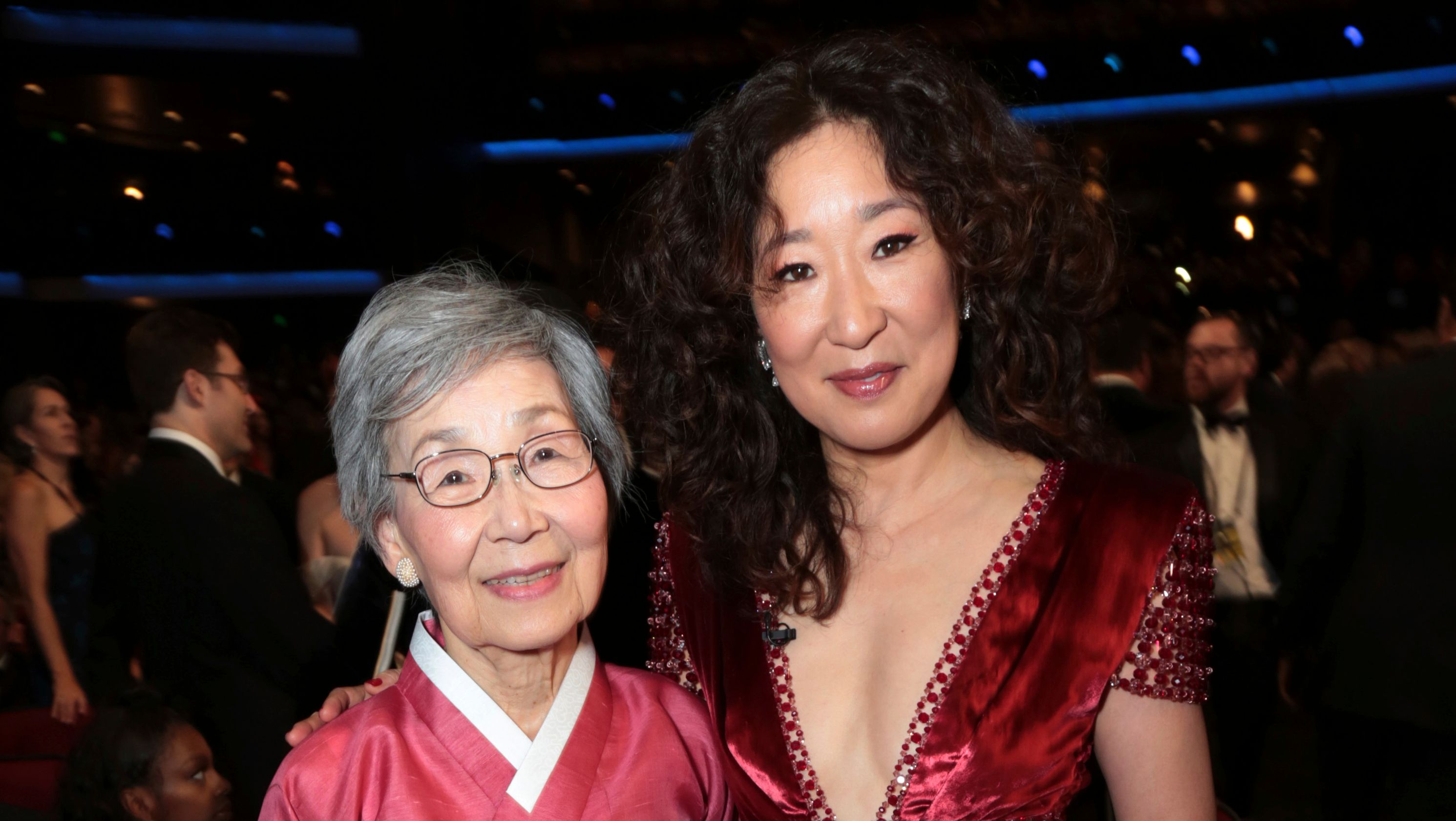 Golden Globes Winner Sandra Oh Thanks Her Parents in Korean
