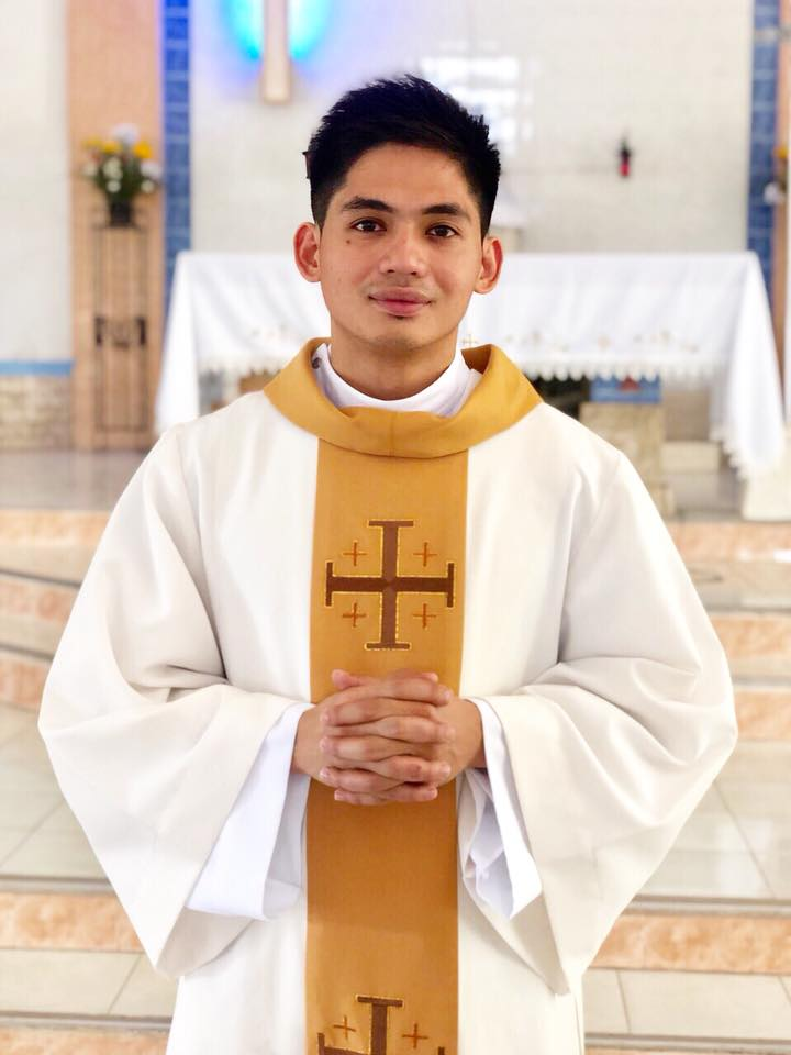 Meet Reverend Jay-R, The Handsome Priest Who Went Viral On Social Media
