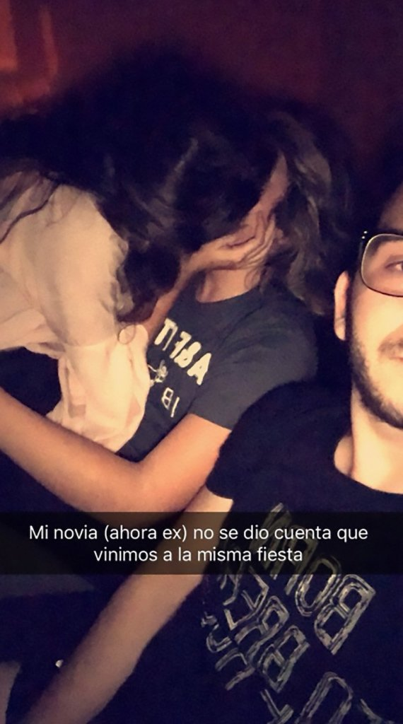 This Guy Took A Selfie While His Girlfriend Cheats On Him.