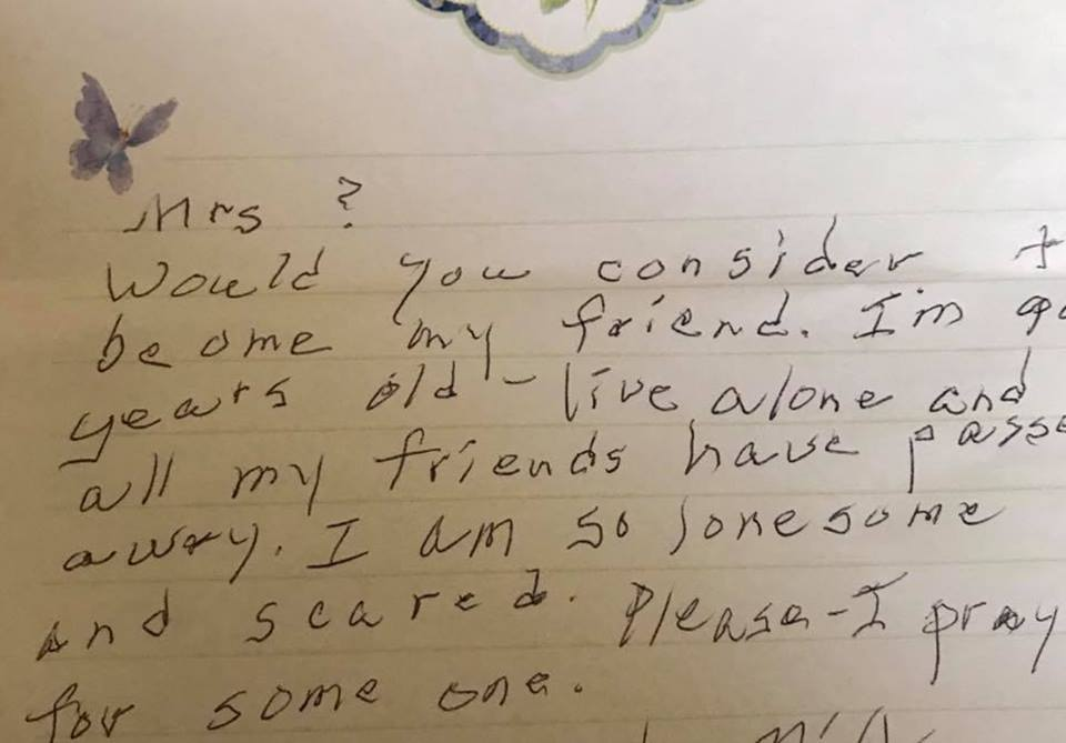Neighbor Saves 90-Year-Old Woman From Loneliness After Finding Heart Breaking Note