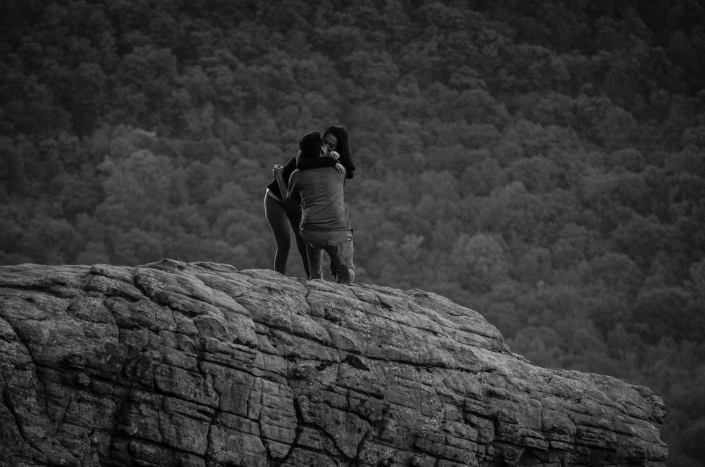 Photographer Captured The Proposal Of A Wrong Couple