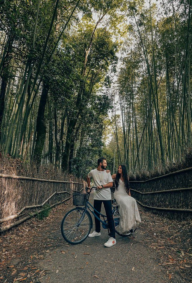 A Newlywed Couple Visited 33 Countries & Take Photographs In Their Same Wedding Dress