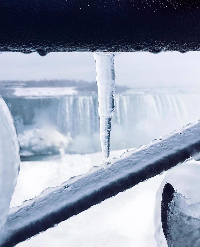 Niagara Falls freezes severely cold climate in north america