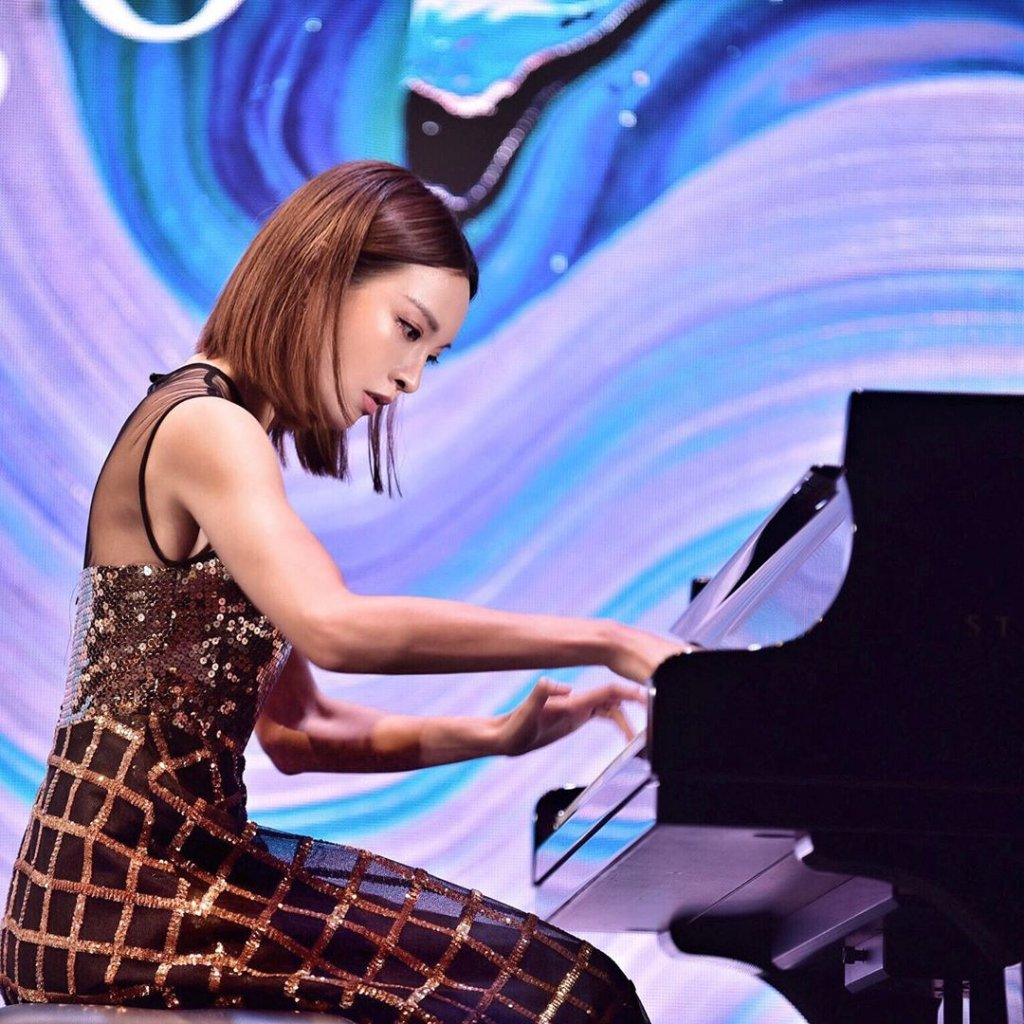 'Piano Goddess' Amazed People With Her Various Talents And Beauty