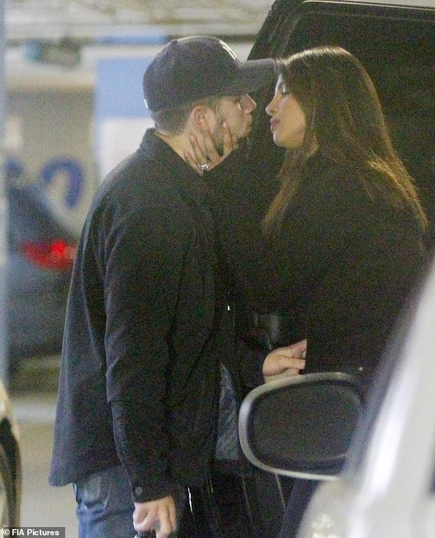 Priyanka Chopra And Nick Jonas Got Snapped In Parking Area As They Shared A Dreamy Kiss Together