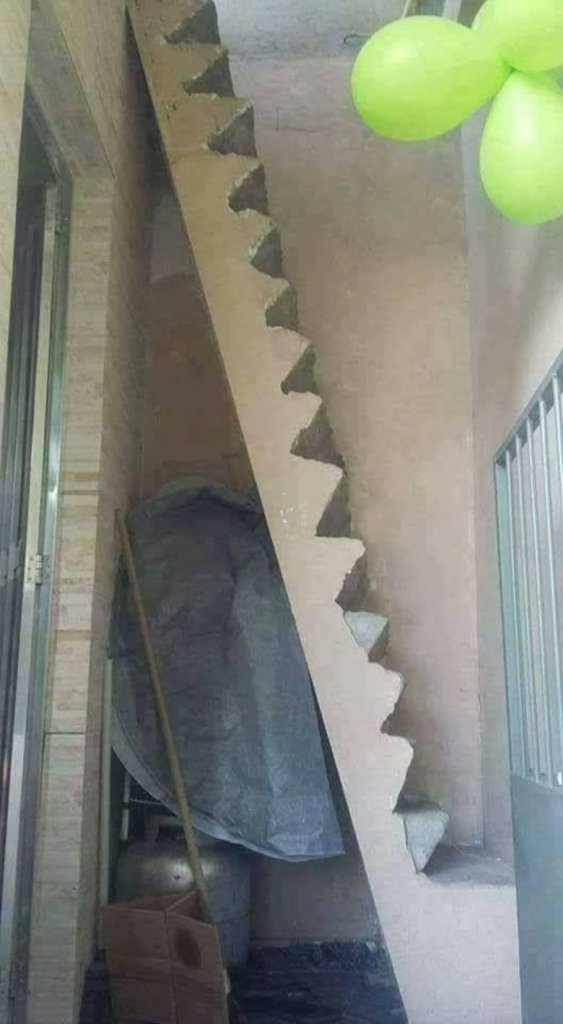 """22 Hilarious Examples Of """"Modern"""" Architecture That Were Built Without Planning"""
