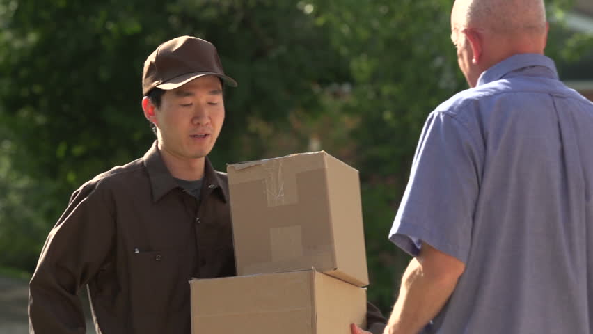 Unseen Side Of Online Shopping Revealed By A Deliveryman Who Waited Hours Outside To Deliver Parcel