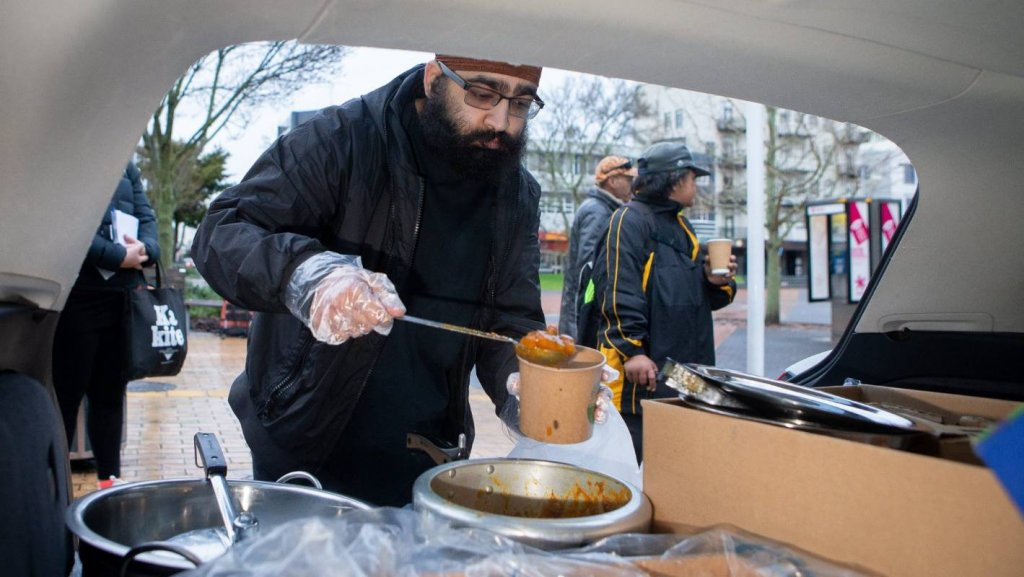 New Zealand: Sikhs Are Helping Victims & Providing Langars (Free Food)