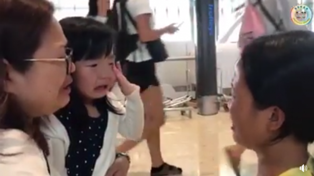 Viral Video Of A Girl Who Broke Into Tears While Seeing Off The Maid At Airport
