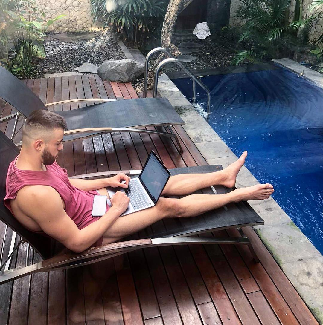Unemployed? Meet This Australian Millionaire Who Is Hiring An Assistant For Coolest Job In The World