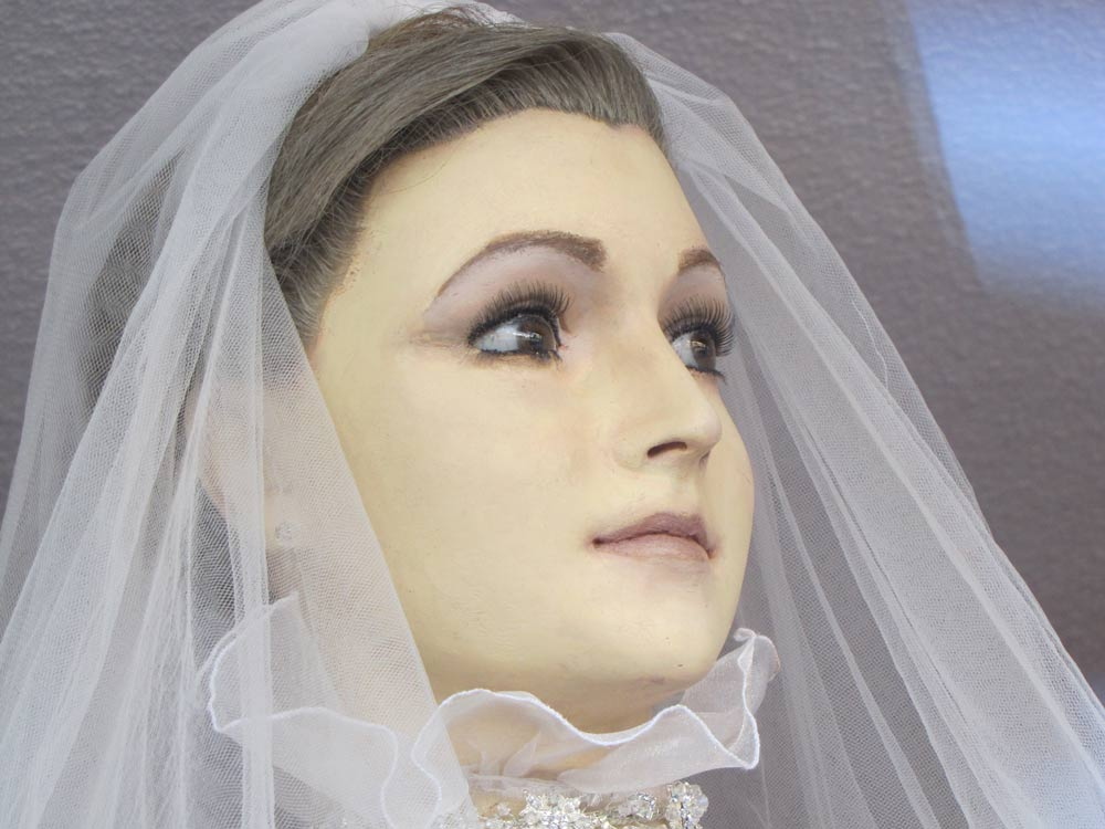 This Bridal Mannequin Looks Like A Preserved Human Corpse