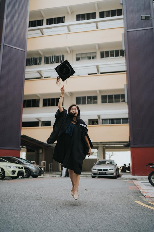 Singaporean student's graduation day photoshoot with her grandfather