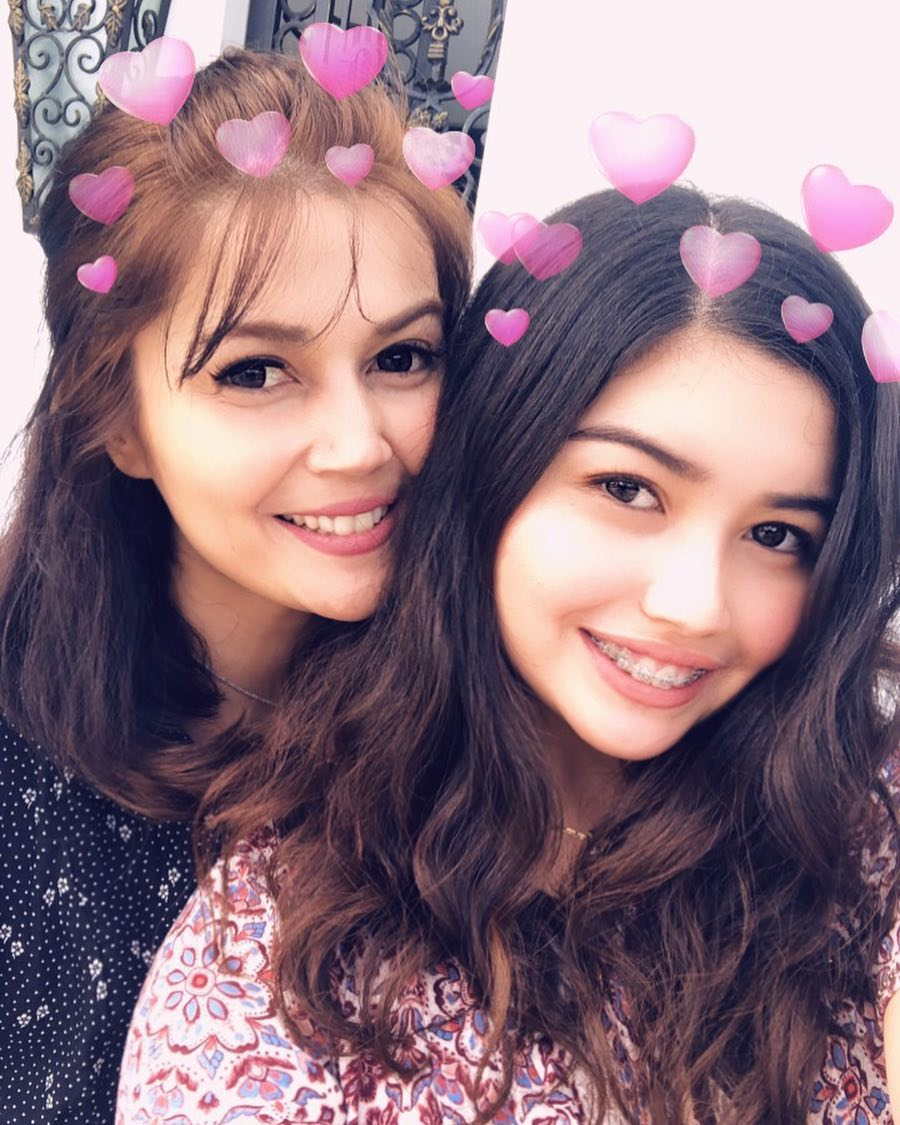 20 Pictures Showing The Unbeatable Timeless Appearance Of Mothers And Daughters
