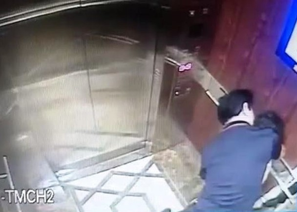 61 Year Old Man Harassing A Little Girl In An Elevator Caught On CCTV