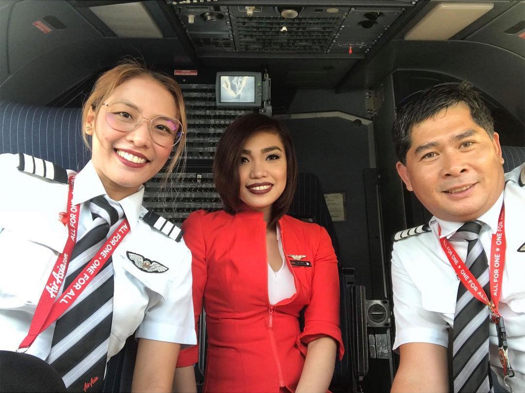 After she achieved her goal, she gave her parents a VVIP trip to Malaysia.