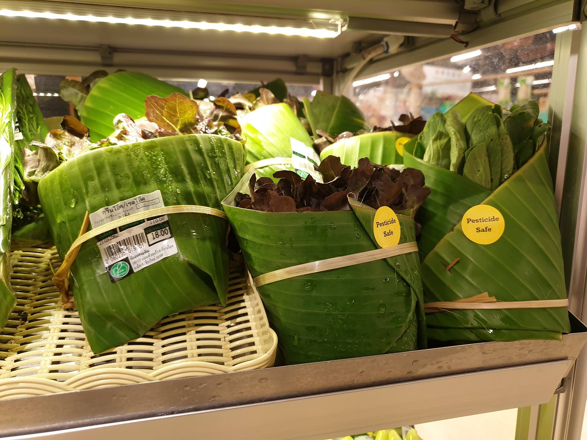 replacing plastic bags with banana leaves