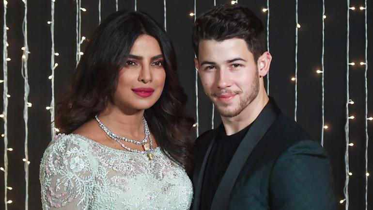 Priyanka Chopra passes on the love of Nick Jonas' Fan at the concert of Jonas Brothers wit a bra