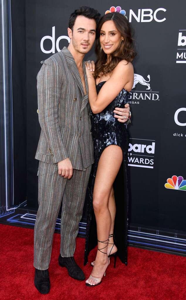 Nick Jonas Kissed Priyanka While Performing At Billboard Music Awards & Fans Cannot Stop Gushing