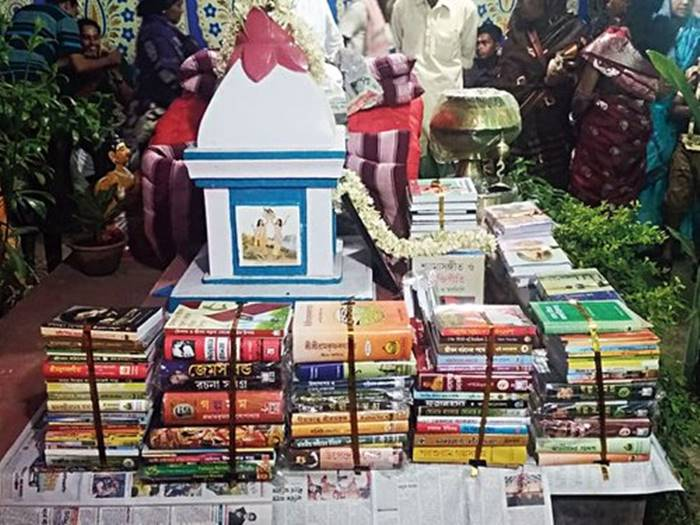 An Indian Groom Refused To Take Dowry, Impressed In-Laws Gifted Him Books Worth ₹1 Lakh