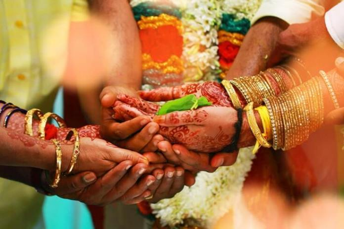 An Indian Groom Refused To Take Dowry, Impressed In-Laws Gift Him Books Worth ₹1 Lakh