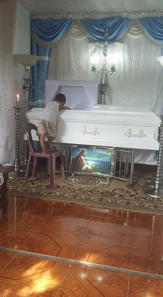 5 Year Old Kid Hugging His Mom's Coffin Asks Her Why Is She Not Sleeping Beside Him