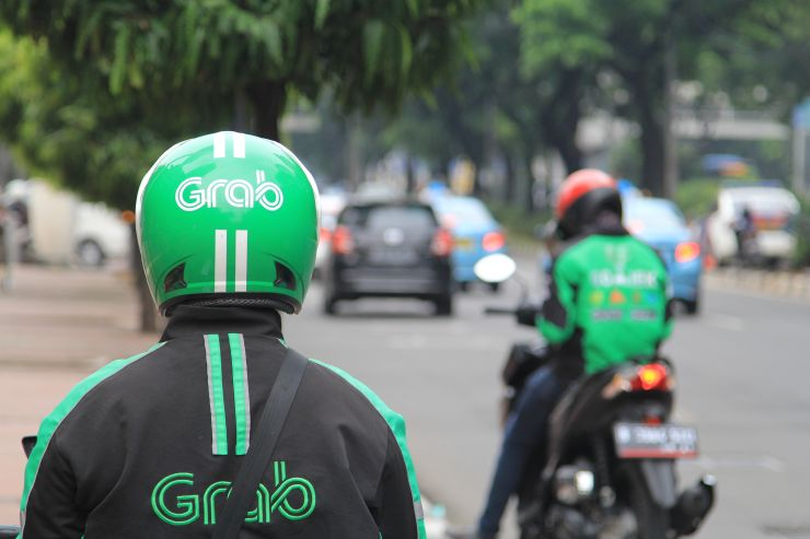 Grab Rider Gets Surprised When The Passenger He Picks Looks Exactly Like Him