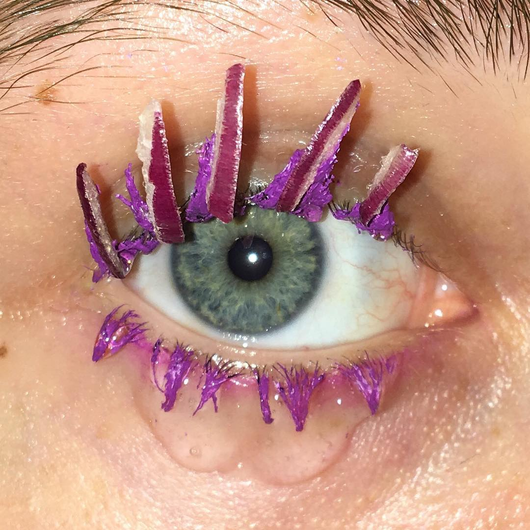 Curly eyelash beauty trend