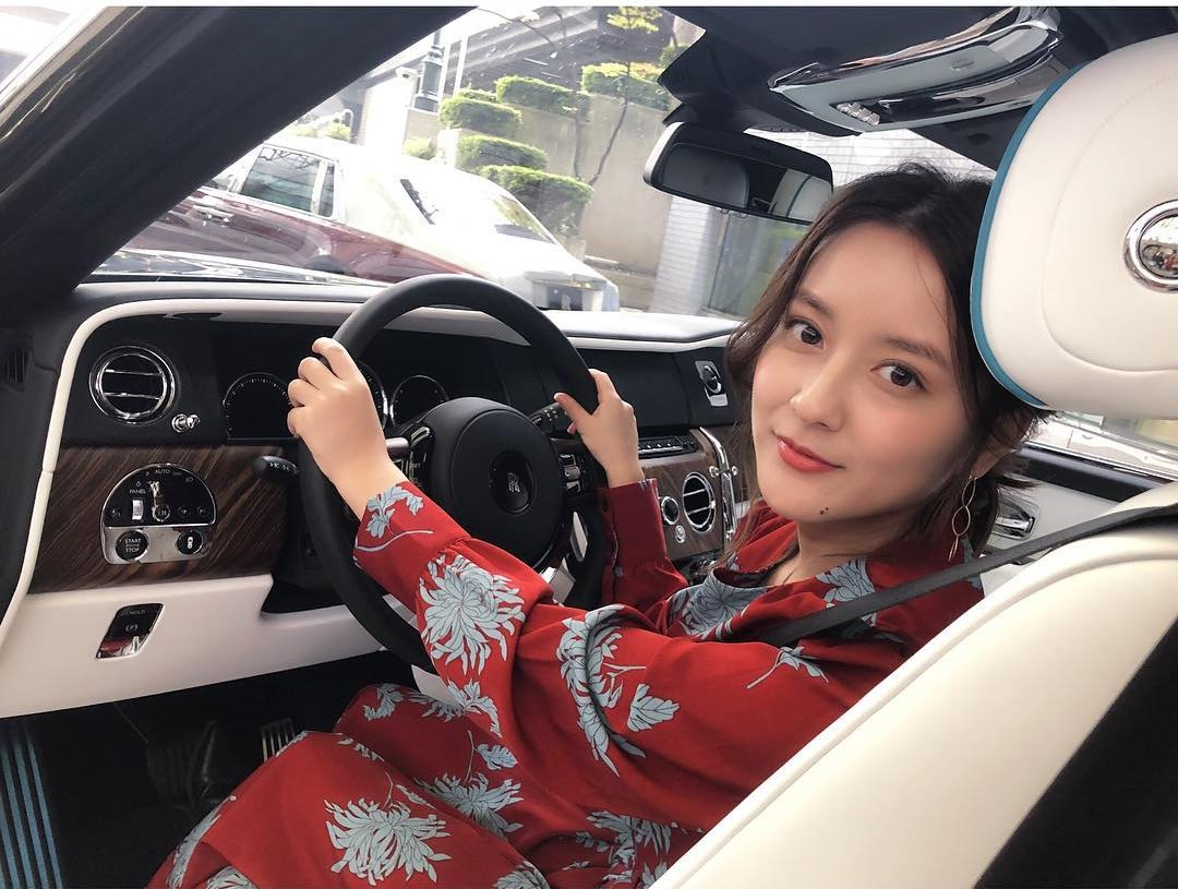 Meet This Hottest Female Taxi Driver From Japan