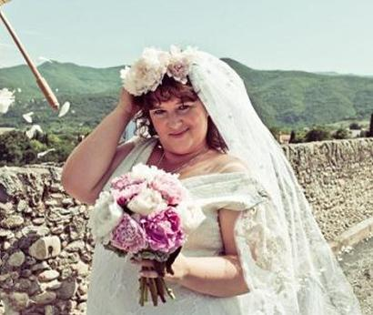 Australian woman married a bridge in France