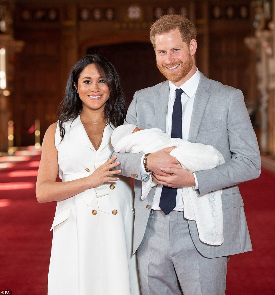First Pictures Of The Royal Newborn Of Meghan Markle And Prince Harry Are Out!