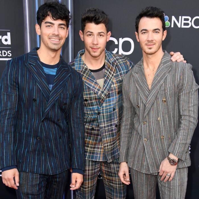 Priyanka Chopra Sparkled In White Gown On Red Carpet Alongside Nick Jonas At Billboard Awards