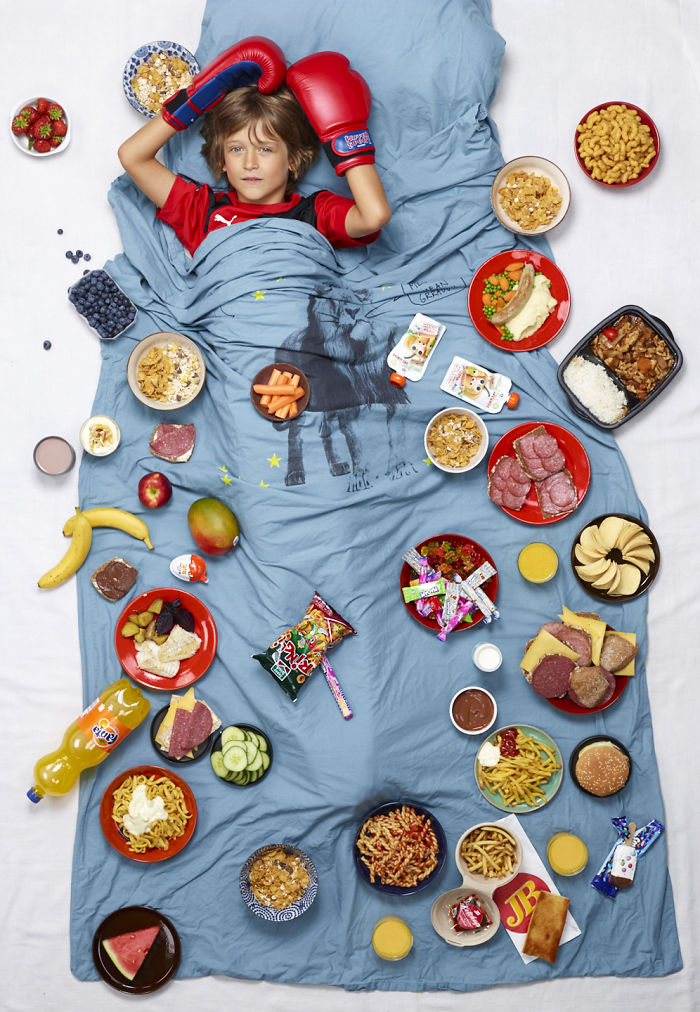 Photographer Clicks Pictures Of Food Eaten By Kids In One Week Around The World
