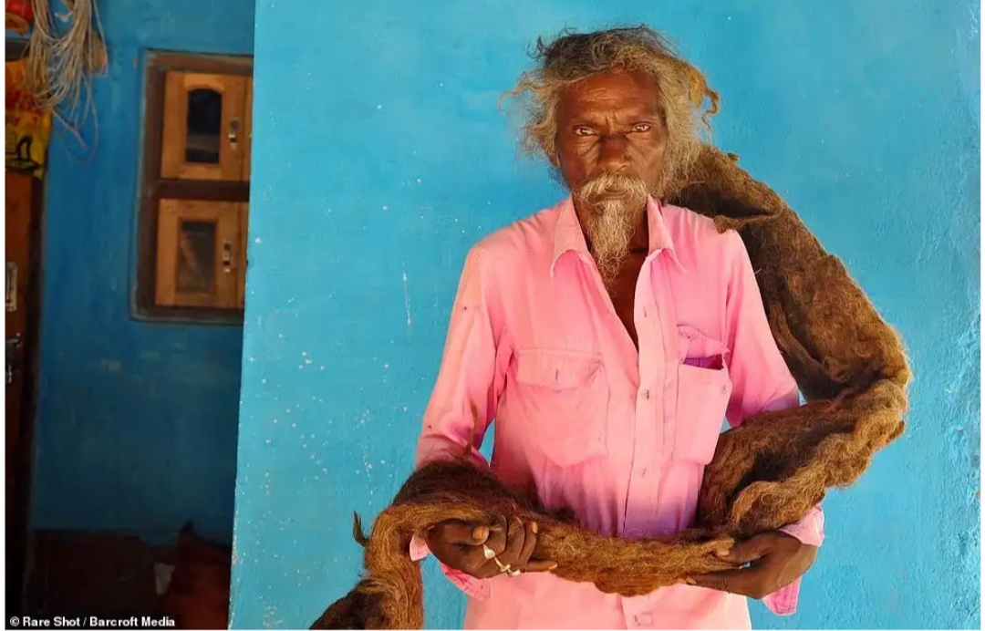 63-Year-Old Man From Eastern Bihar Hasn't Washed His Hair For 40 Years, Wears His Hair Like A Turban