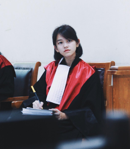 Netizens Who Were Curious To Know About The Girl Whose Pictures In A Judge's Robe Went Viral Get Answers