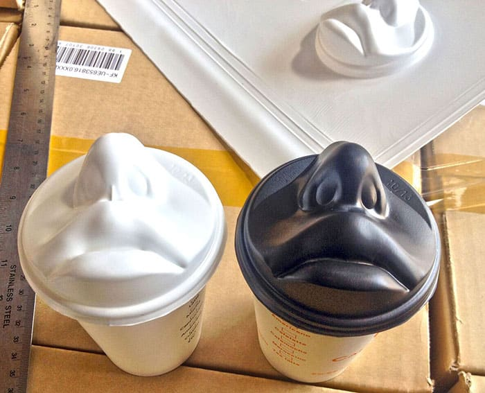 This Coffee Cup Lid Comes With A Kissing Lip Design