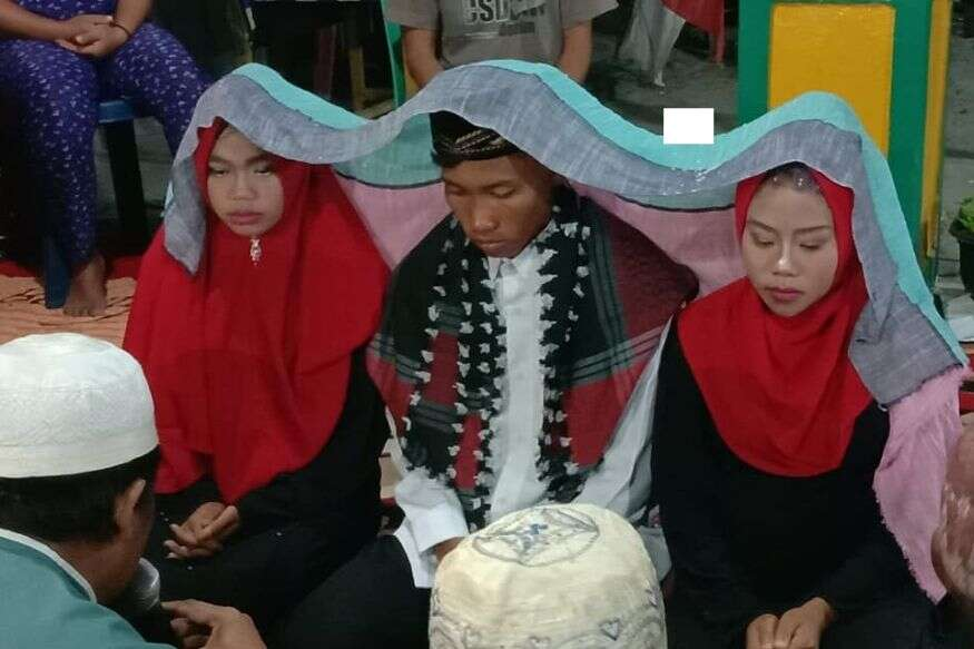 Indonesian Man Practices Polygamy Marries Two Of His Girlfriends At The Same Time