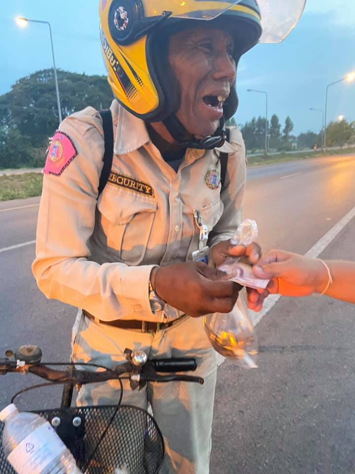 Old Man After Losing His Job Travels To Village On Bicycle For Days With No Food and Money