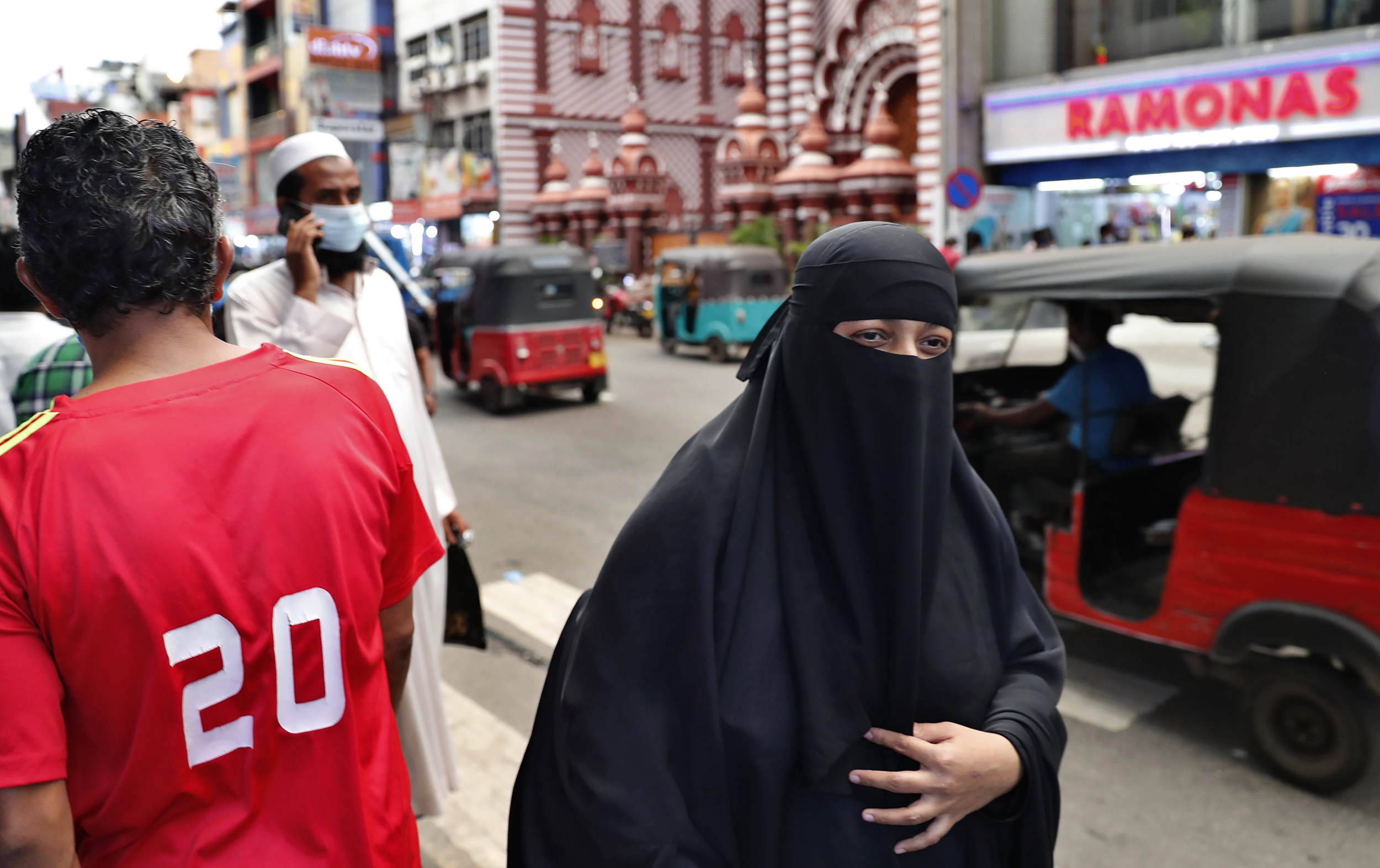 Srilanka To Ban Muslim Attire Burqa and Shut Down Over 1000 Islamic Schools