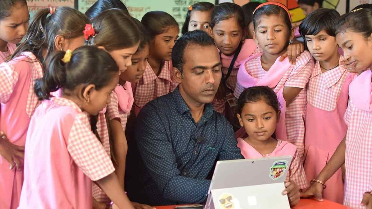 Indian Teacher Bags $1 Million In Global Teacher Prize, Promptly Shares Half with 9 Other Teachers